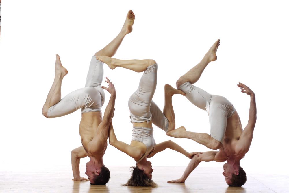 17-BodyVox_headstand_LoisGreenfield_0