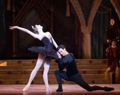 SWAN LAKE (PA Ballet): Pennsylvania Ballet refined through the classic